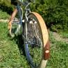 Garde-boue frêne et noyer français diagonal asymétrique sur bicyclette